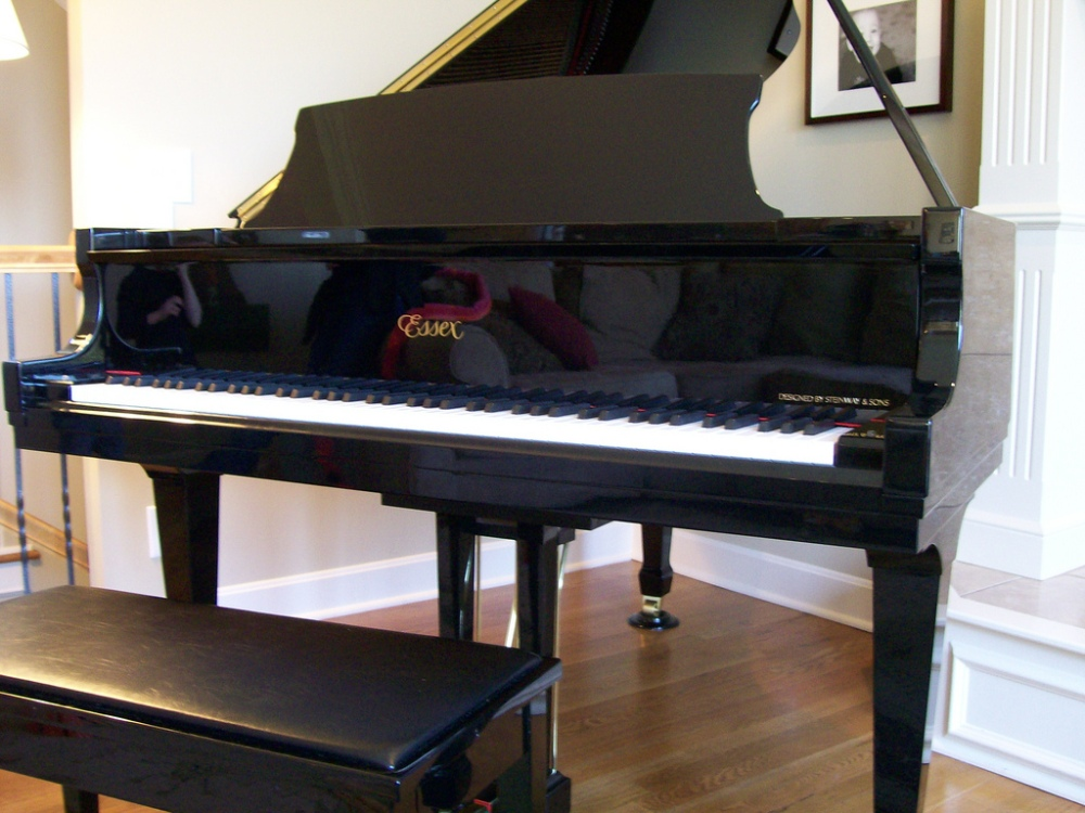 Essex_EGP-173_Grand_Piano
