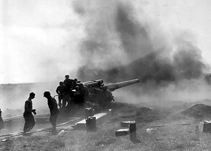 US_Army_field_gun_in_action